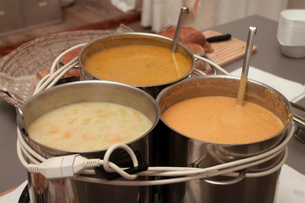 Am 6. Januar zwischen 17 und 19 Uhr gab's mal wieder eine mehr oder weniger Spontan-Diesel-Suppe. Die Bündner Gerstensuppe (Adriano) und einer Rüebli-Kokos-Suppe (Martin) fand Anklang und es gab...