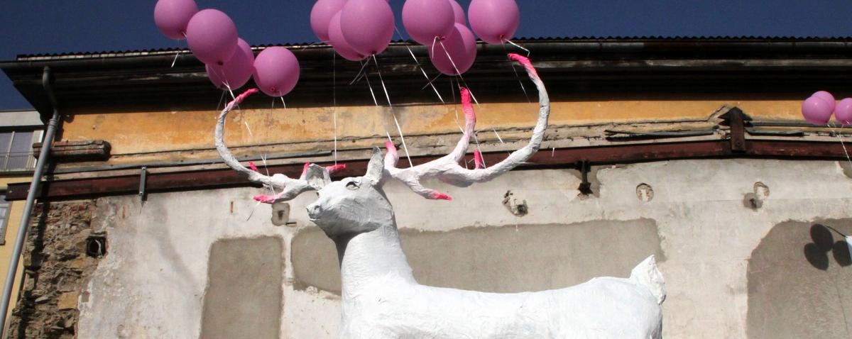 Am 4. Mai ab 15 Uhr gibt's wieder mal Party auf dem Dieselplatz. Under dem Motto 'Cherché le cerf' wird das Platz-Maskotchen (seihe oben) vieleicht wieder gesichtet…oder auch...